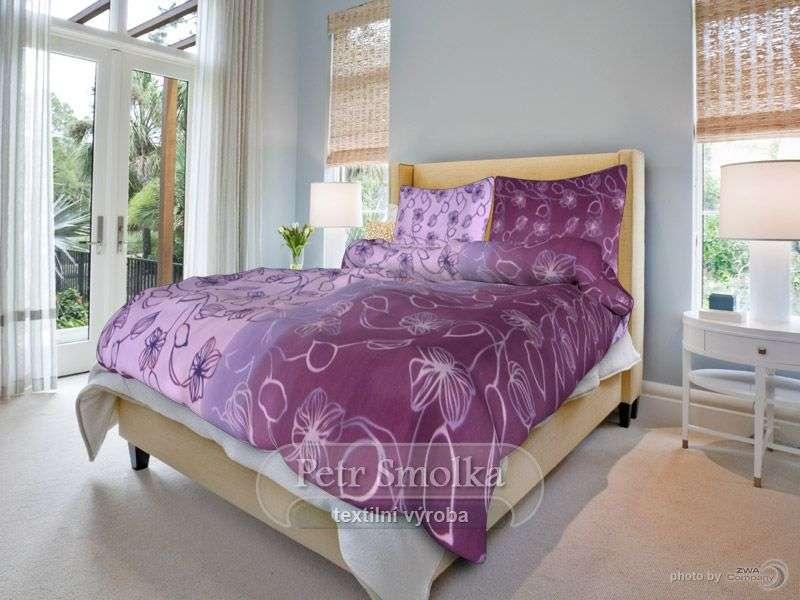 Bavlněné oboustanné povlečení fialové barvy se vzorem stvolů smolka