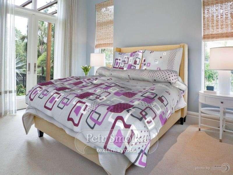 Kvalitní oboustrané bavlněné ložní povlečení šedé s motivem vínových a fialových čtverců - Adéla šedá Smolka