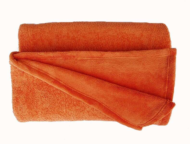 Žádaná chlupatková soft deka oranžové barvy Dadka