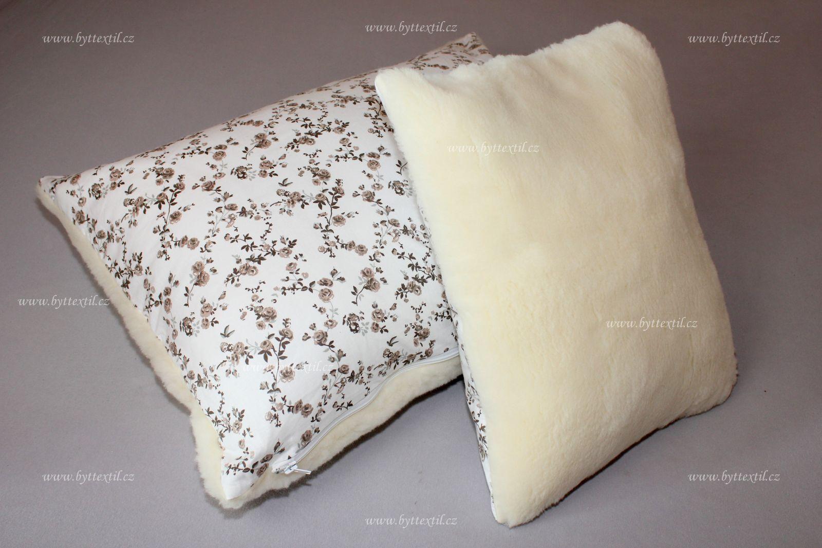 Polštář vlněný z vlněného včesu jednostranný s motivem růžičky béžové