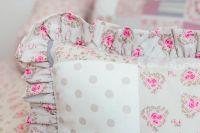 Kvalitní povlak na polštářek s kanýrem s patchworkovým vzorem a květinami v růžové barvě český výrobce