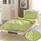 Bavlněné povlečení světle zelené s drobounkou kytičkou a puntíkem v bílé barvě