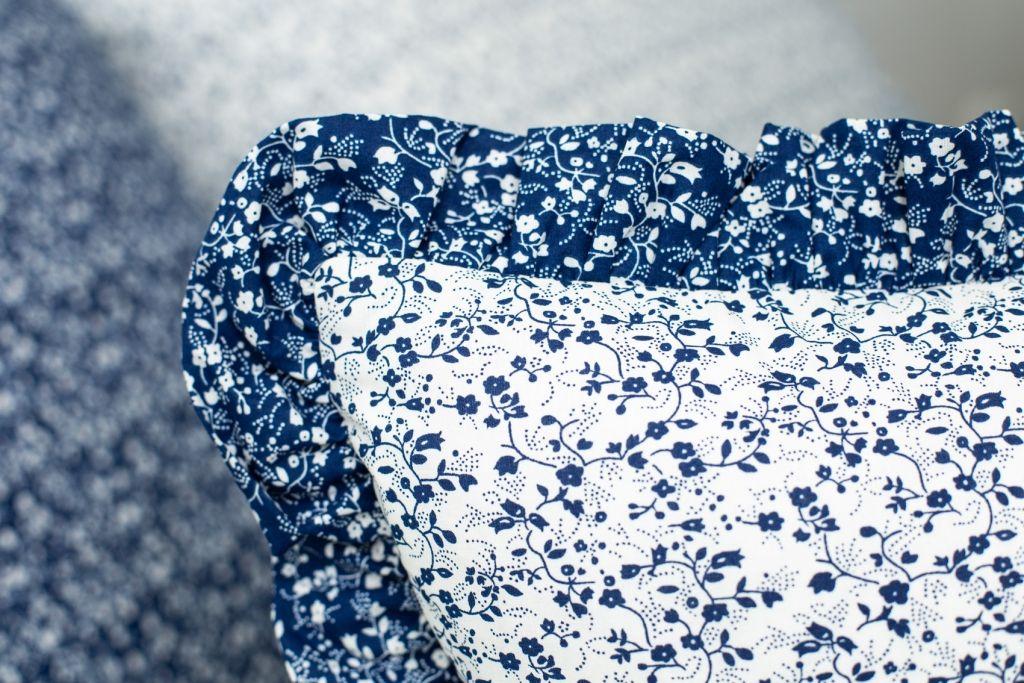 Povlak s kanýrem VĚTVIČKY modro-bílé český výrobce
