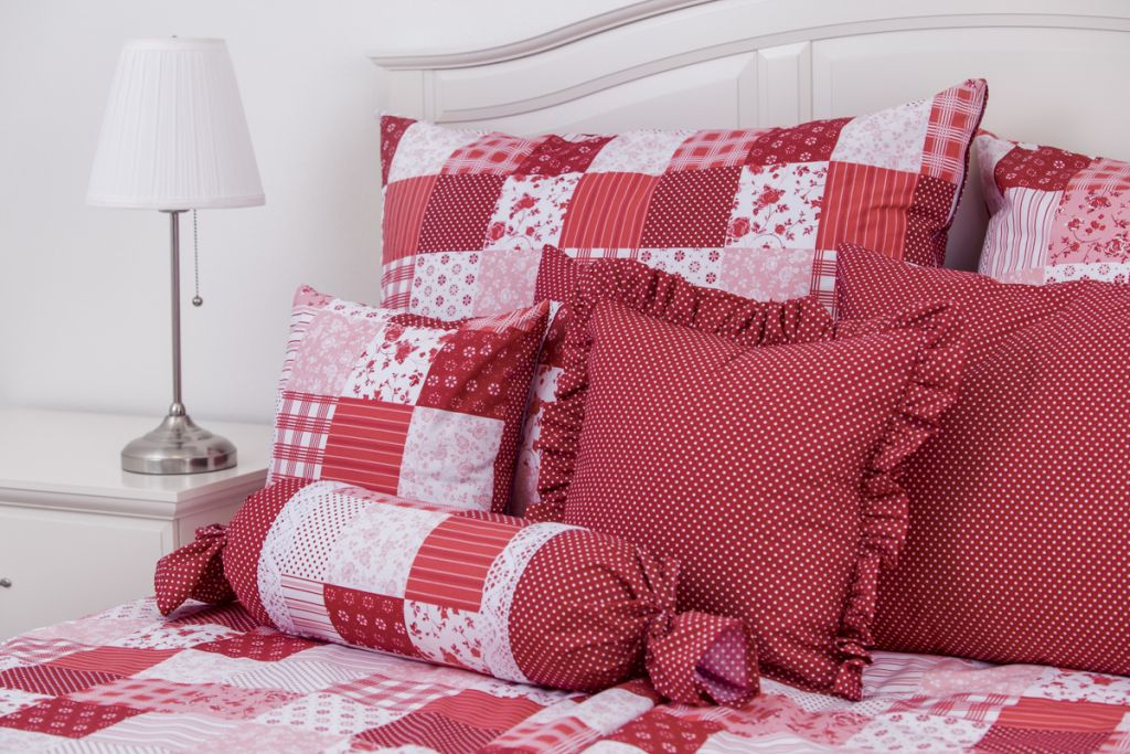 Bavlněné povlečení Patchwork červený s kombinací drobného puntíku český výrobce