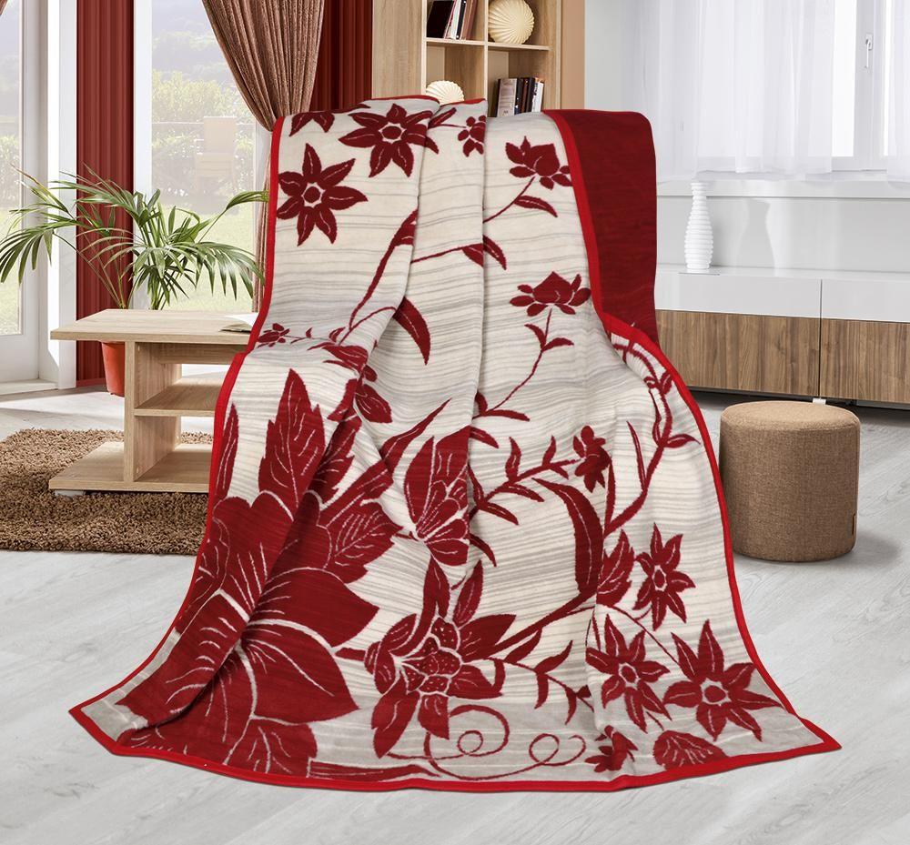 Hřejivá deka vzorovaná s motivem červených květů na béžovém