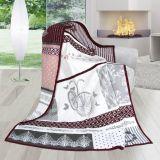 Vzorovaná deka s romantickými prvky v šedo-růžové kombinaci
