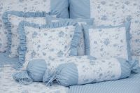 Krepové povlečení oboustranné selského stylu se vzorem proužků a růže laděné do modré barvy