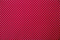 Povlečení selského stylu se vzorem bílého puntíků na červeném podkladu