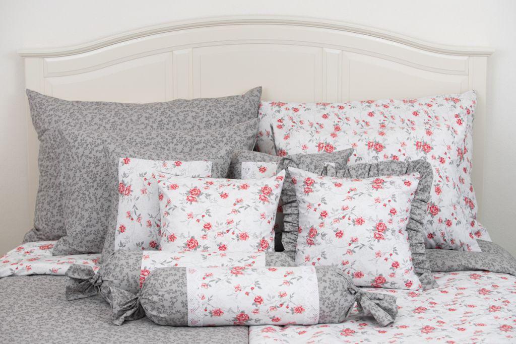 Krepové povlečení oboustranné selského stylu se vzorem šedých kytiček a červených růžiček