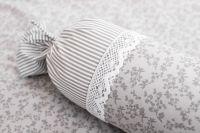 Povlak jednoduchý s drobným šedým proužkem a kytičkami