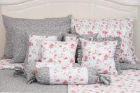Povlečení oboustranné selského stylu se vzorem šedých kytiček a červených růžiček