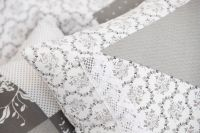 Krepové povlečení oboustranné selského stylu se vzorem patchworku šedé barvy s kombinací ornamentů