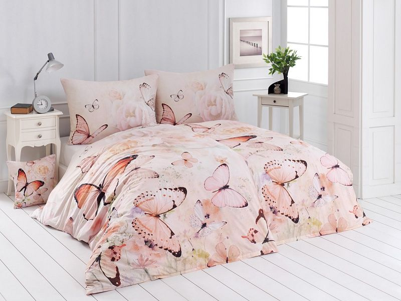 Kvalitní bavlněné povlečení s motýlky v růžové barvě. Matějovský