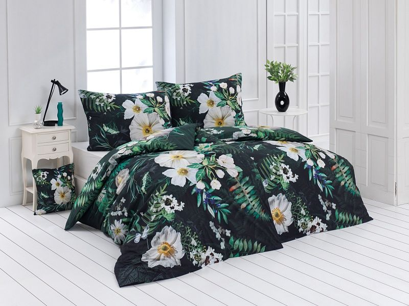 Kvalitní bavlněné povlečení v tmavých barvách s tropickými květy. Matějovský